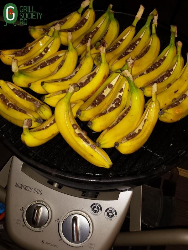 banane-la-gratar-grillsociety-campinggrill-gratar-gaz-outdoorchef-montreux