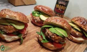 burger-de-ton-placa-de-sare-avocado-sos-barbecue-orange-habanero-don-marco-bbq