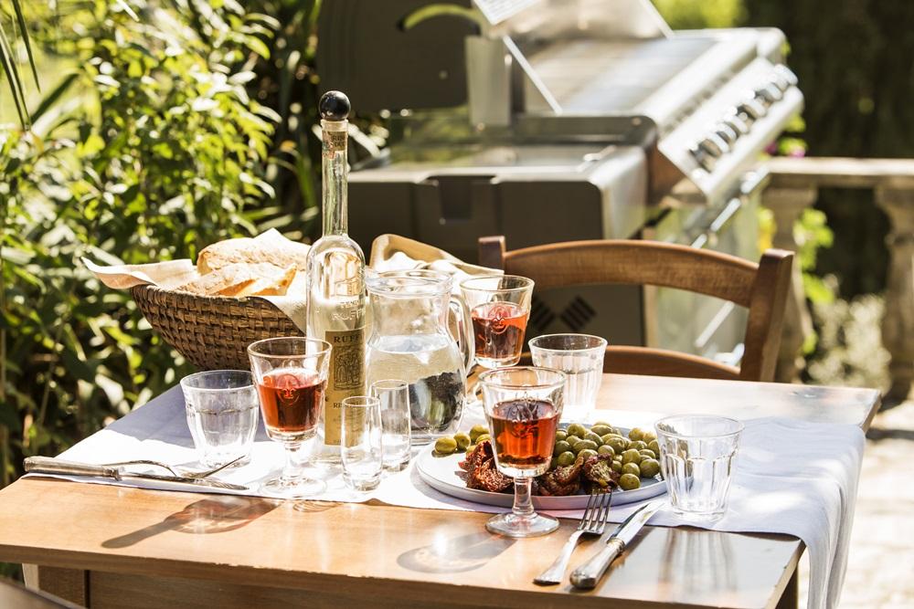ce-vin-asociem-preparatelor-la-gratar_vin-roze-2